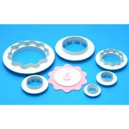 View the Round & Wavy Edge Circles 4 piece icing cutter set online at Cake Stuff