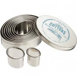 View the OVAL 9 piece stainless steel icing cutter set online at Cake Stuff
