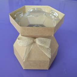 View the KRAFT Cupcake Bouquet Box with insert tray - holds 7 cupcakes online at Cake Stuff