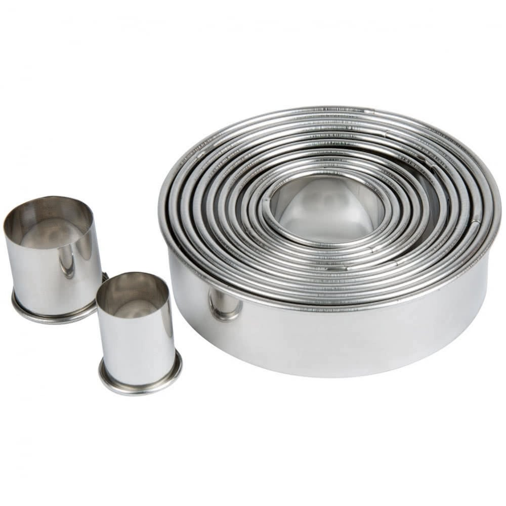 View the plain ROUND / CIRCLES 12 piece stainless steel icing cutter set online at Cake Stuff